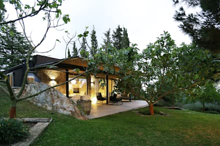 Reforma de una casa de invitados en la montaña: Casas de estilo moderno de dom arquitectura