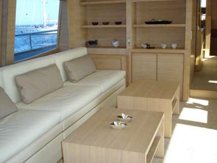 YACHT COUACH - HUBLER: Yachts & Jets de style de style Moderne par HUBLER