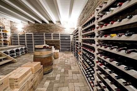 Bodegas de vino de estilo rural por Studio Magenis Professionisti Associati