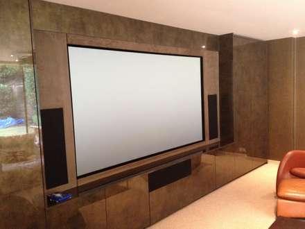 Multi purpose cinema room: modern Media room by Designer Vision and Sound