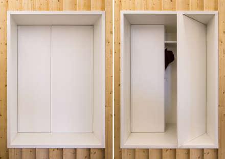 La nicchia guardaroba: Studio in stile in stile Moderno di PLUS ULTRA studio