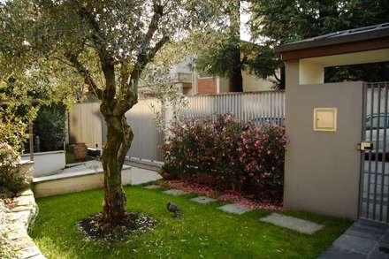ingresso e giardino: Giardino in stile in stile Moderno di alessandro.spagliardi