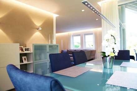 Villa St.Wendel: moderne Esszimmer von Bolz Planungen für Licht und Raum