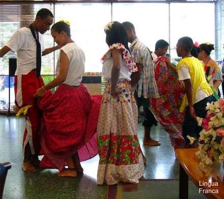 Multiculturalidad: tropische Häuser von Pio Brown