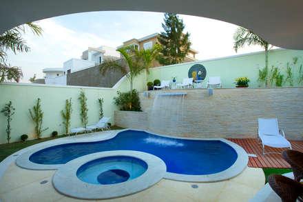 Casa Mercury: Piscinas modernas por Arquiteto Aquiles Nícolas Kílaris