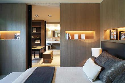 Reformas - varios: Dormitorios de estilo clásico de myHomeDesign