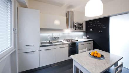 Appartamento ad Ostiense - Roma: Cucina in stile in stile Moderno di Archifacturing