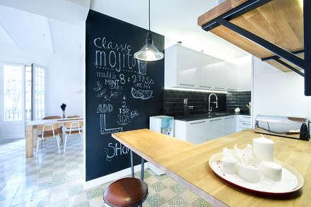 Vivienda en Sant Joan. Barcelona : Cocinas de estilo escandinavo de Egue y Seta
