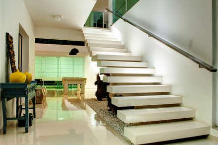Hall de Entrada: Corredores, halls e escadas modernos por Renato Lincoln - Studio de Arquitetura