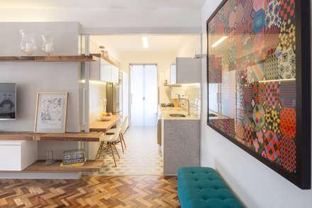 Apartamento Patchwork: Cozinhas modernas por Semerene - Arquitetura Interior