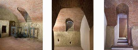 Un cascina naturale: Cantina in stile In stile Country di P.S.Studio - progettazione sostenibile