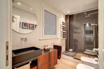 la casa di ambra bagno in stile in stile moderno di mob architects