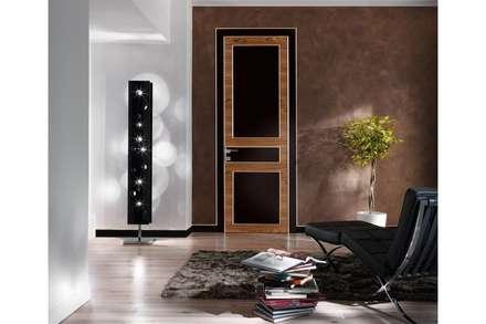 porta interna in legno Eclectic laccato lucido e palissandro: Finestre in stile  di TONDIN PORTE SRL con unico socio