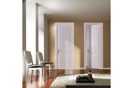 porta interna in legno Eclectic Frassino Bianco RAL 9010 poro aperto - Laccato Bianco lucido 9010: Finestre in stile  di TONDIN PORTE SRL con unico socio
