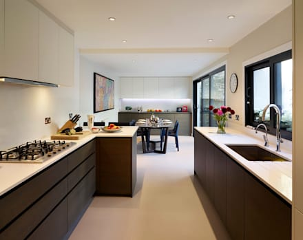 Reflected Glory - Holland Park Renovation: classic Kitchen by Tyler Mandic Ltd