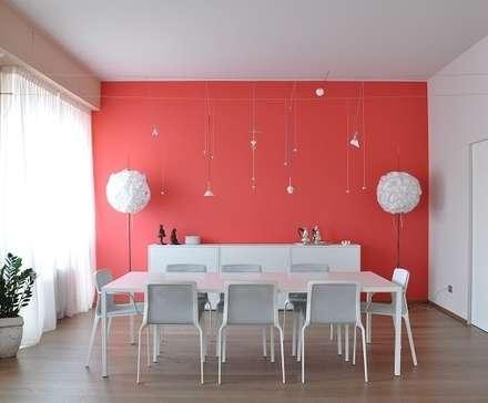 CALDO E FREDDO: Sala da pranzo in stile in stile Moderno di Emanuela Orlando Progettazione