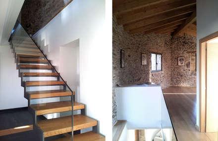 REHABILITACIÓN DE VIVIENDA UNIFAMILIAR EN TOURÓN: Pasillos, vestíbulos y escaleras de estilo ecléctico de arquitectura SEN MÁIS