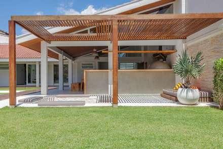 modern Pool by Nautilo Arquitetura & Gerenciamento