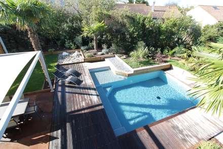 Création d'un jardin avec piscine: Piscine de style de style Moderne par bureau d'etudes jardins KAEL