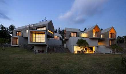 남측에서 본 전경: ARCHITECT GROUP CAAN의  주택