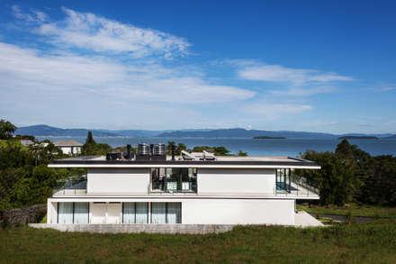 CASA LB: Casas modernas por JOBIM CARLEVARO arquitetos