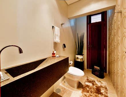 Baños de estilo rústico por ArchDesign STUDIO