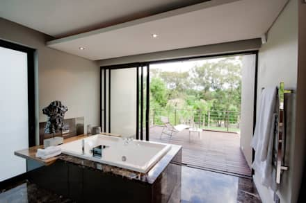 House Sed : modern Bathroom by Nico Van Der Meulen Architects