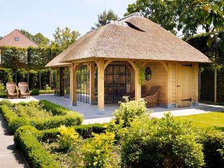 بلكونة أو شرفة تنفيذ Rasenberg exclusieve tuinpaviljoens & eiken gebouwen b.v.
