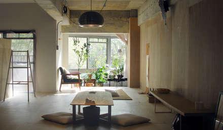 HANKURA office+house: HANKURA Designが手掛けたリビングです。