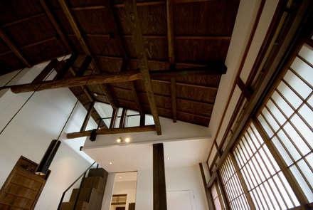 ビフォーアフターで放送された家/重くて遠い家: 森村厚建築設計事務所が手掛けたリビングです。