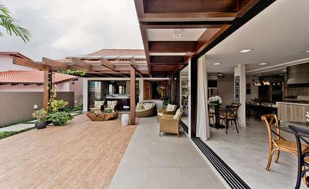 Hiên, sân thượng by Espaço do Traço arquitetura