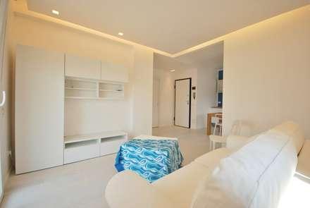 Residenza estiva: Soggiorno in stile in stile Moderno di Viviana Pitrolo architetto