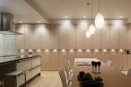 DINING & KITCHEN | 数寄の家 | 高級邸宅: Mアーキテクツ|高級邸宅 豪邸 注文住宅 別荘建築 LUXURY HOUSES | M-architectsが手掛けたダイニングです。