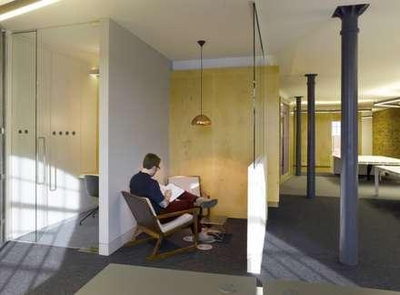 Break area - Leo Burnett offices:  Office buildings by Salt and Pegram