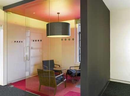 Meeting rooms - Leo Burnett offices:  Office buildings by Salt and Pegram