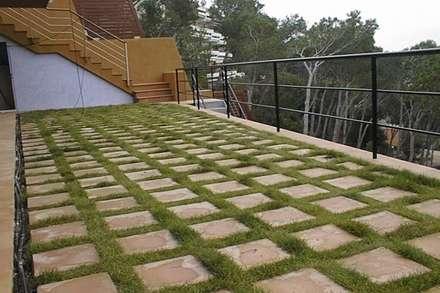 Jardín del Faro (Costa Brava): Jardines de estilo mediterráneo de AB Paisatgistes SL