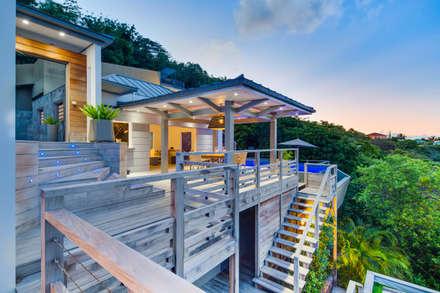 Villa de Luxe & Terasse - Saint-Barthelemy: Maisons de style de style Tropical par Hadrien Brunner Photographe d'architecture