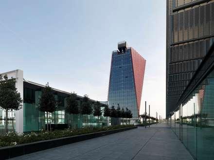 Net Center: Complessi per uffici in stile  di LVL Architettura