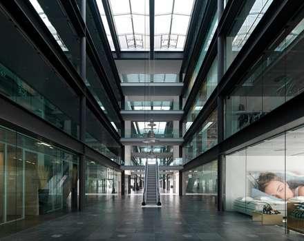 Net Center - Palazzo Tendenza - galleria: Negozi & Locali commerciali in stile  di LVL Architettura