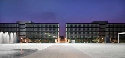 Net Center - Palazzo Economia: Complessi per uffici in stile  di LVL Architettura