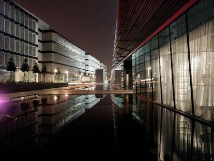 Net Center - Torre e Palzazo Economia: Complessi per uffici in stile  di LVL Architettura