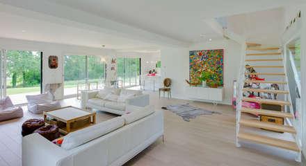 Construction d'une maison bois en Haute Normandie: Salon de style de style Moderne par ANTOINE LAINE ARCHITECTURES
