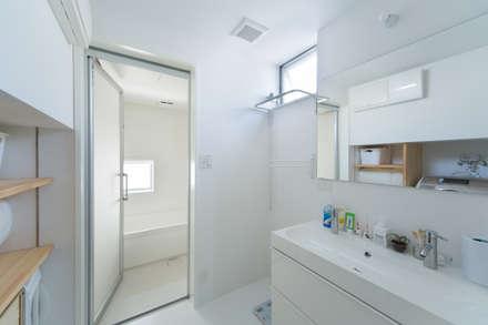 Zig Zag 洗面室: キリコ設計事務所が手掛けた浴室です。