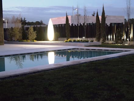 Piscina : Piscinas de estilo moderno de ISAURA ROMEO ESTUDIO DE PAISAJISMO