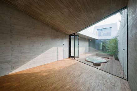 cj_5 - housing in urban density: ausgefallene Arbeitszimmer von Caramel architekten