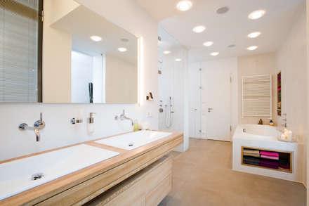 Loft-Wohnung in Wintherhude: moderne Badezimmer von SNAP Stoeppler Nachtwey Architekten Stadtplaner PartGmbB