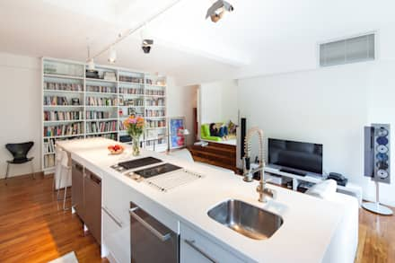 Superbe Discovery Bay Flat, HK: Modern Kitchen By Atelier Blur / Georges Hung  Architecte D.p.l.g.