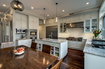 Park Slope Brownstone 3: colonial Kitchen by Ben Herzog Architect