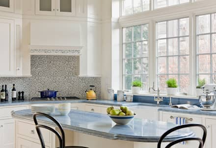 Brooklyn Heights Addition: colonial Kitchen by Ben Herzog Architect