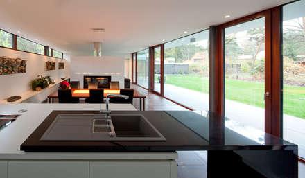 Bungalow: moderne Küche von Justus Mayser Architekt